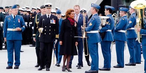 OTTAWA, 29 septembre 2010 - Les Forces canadiennes, en compagnie du ministre de la Defense Peter MacKay et du general Walt Natyncyk, rendent hommage a la gouverneure generale Michaelle Jean afin de souligner la fin de son mandat. (© Sébastien Lavallée, 2010)