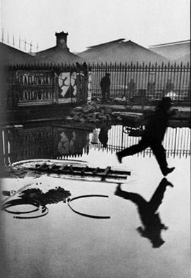 Derrière la gare Saint-Lazare - Henri Cartier-Bresson (© Henri Cartier-Bresson) Source: www.henricartierbresson.org