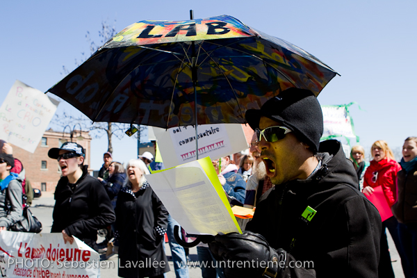 Manifestation en appui au CRIO devant les bureaux de la député de Hull Maryse Gaudreault, 15 avril 2011, Gatineau (© Sébastien Lavallée, 2011)