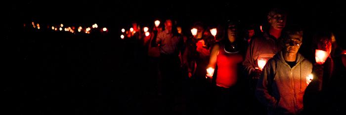 Marche aux flambeaux à la mémoire de Valérie Leblanc, 9 septembre 2011, Cégep de l'Outaouais (© Sébastien Lavallée)