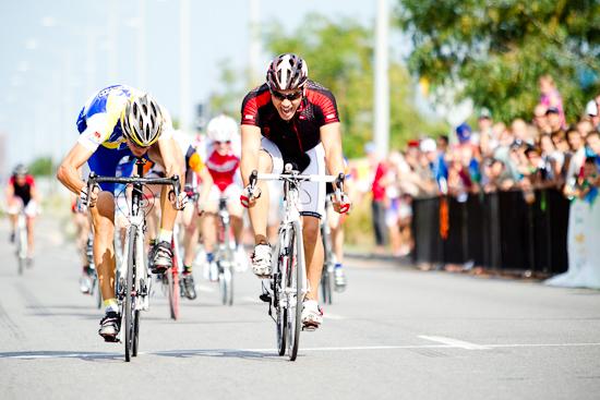 Dernier sprint avant l'arrivée, Cyclisme sur route, Jeux du Québec 2010, Gatineau, Août 2010 (© Sébastien Lavallée - Infocale, 2010)
