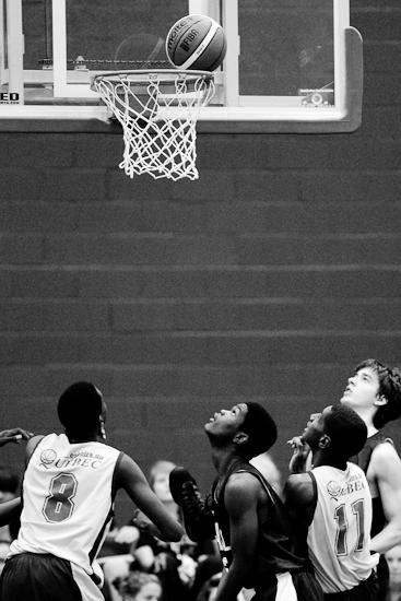 Suspense, Finale de basketball masculin, Montréal vs Laval, Jeux du Québec 2010, Gatineau, Centre Sportif, Août 2010 (© Sébastien Lavallée - Infocale, 2010)