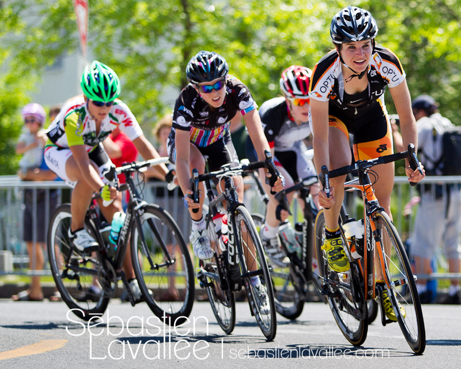 GATINEAU, 21 mai 2012 - Joelle Numainville à quelques tours de l'arrivée. Grand Prix cycliste de Gatineau 2012. (© Sébastien Lavallée)