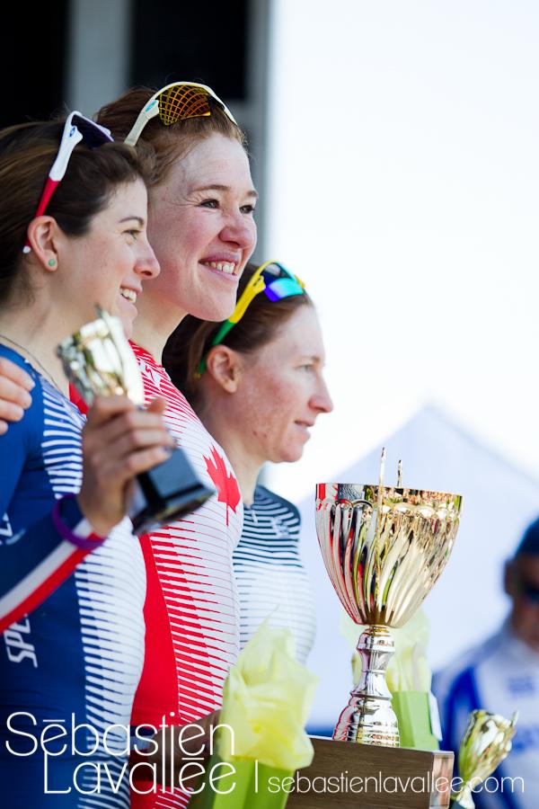 GATINEAU, 19 mai 2012. Troisième position, Amber Neben, deuxième, Evelyn Stevens, et première, Clara Hugues. Grand Prix cycliste de Gatineau, 2012. Chrono. (© Sébastien Lavallée)
