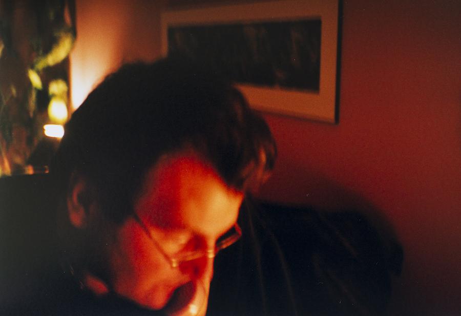 Photo de mon père au téléphone dans sa chambre il y a environ 11 ans. (© Sébastien Lavallée)