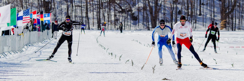 Chaude lutte entre Jonathan Tremblay (2e) et Ryan Atkins (3e) au 51km patin. Gatineau Loppet 2013, Gatineau (© Sébastien Lavallée)