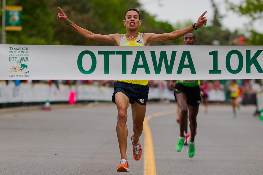 OTTAWA (25 mai 2013) - El Hassan El Abbassi (Maroc), gagnant de l'épreuve du 10 km.