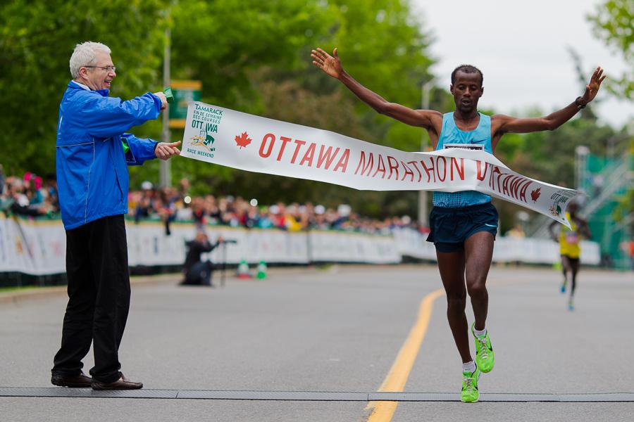 OTTAWA (26 mai 2013) - Tariku Jufar (Éthiopie), gagnant du marathon d'Ottawa avec un temps record de 2:08:04.