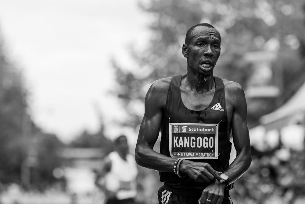 OTTAWA (24 mai 2015) - Philip Kangogo termine le marathon deuxième chez les hommes avec un temps de 2:09:56.