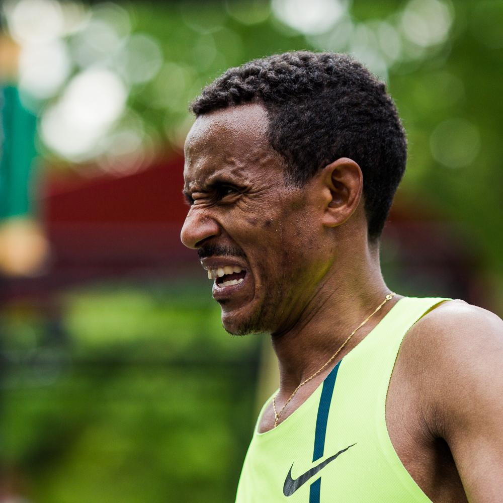 OTTAWA (24 mai 2015) - Chele Dechasa termine le marathon troisième chez les hommes avec un temps de 2:09:59.