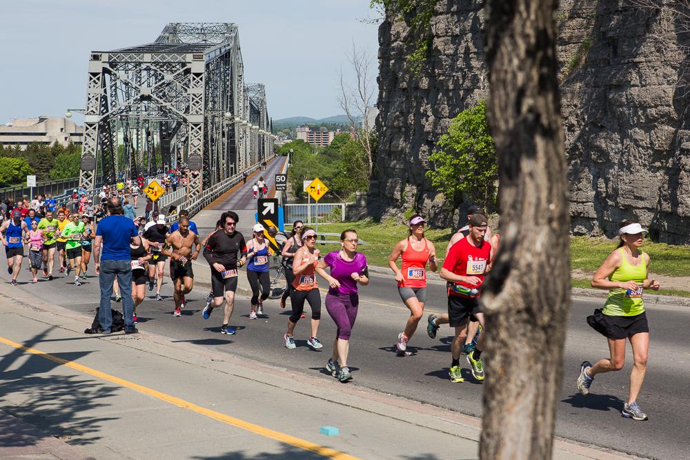 OTTAWA (24 mai 2015) - Des participants à l'édition 2015 du marathon et demi-marathon d'Ottawa.