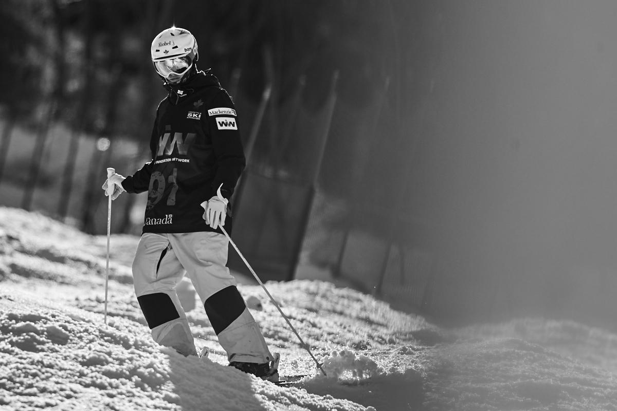 Mikaël Kingsbury lors des championnats canadiens de bosses au Camp Fortune le 12 mars 2016 (© Sébastien Lavallée)