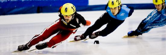 Charles Hamelin, devant Apolo Anton Ohno, qui remporta la médaille de bronze au 1000 m. (© Sébastien Lavallée, 2009)